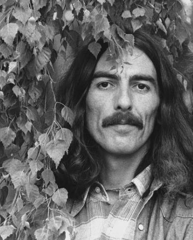 ジョージ・ハリスンの命日に思う。ギターと下手とも言われたテクニックとは?