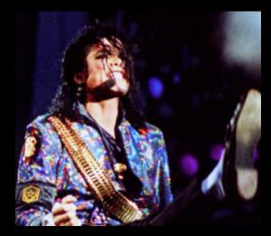 マイケルジャクソンの肌。白いのは病気?漂白したわけではない!