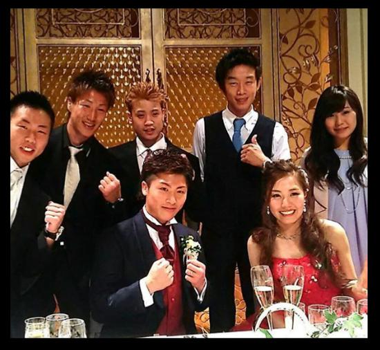 ちなみに井上尚弥さんの嫁さんは、 結婚式に同じジムの清水選手がインスタに画像を投稿し、 そこで「美人すぎる」と話題になりました。